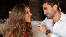 Romantisch etentje van een herenigd stel